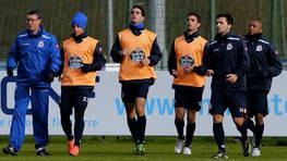 Franganillo, con varios jugadores del Deportivo en el entrenamiento del lunes. FOTÓGRAFO: M. MARRAS