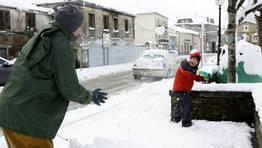 Felicidad entre la nieve en Cruz de Incio. FOT�GRAFO: ROI FERNANDEZ