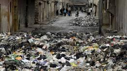 La basura invade las calles de Alepo, donde se est�n empezando a registrar casos de leishmaniasis, una enfermedad contagiosa que causa �lceras en la piel. FOT�GRAFO: MUZAFFAR SALMAN | Reuters
