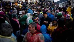 La plaza de A Picota se qued� un a�o m�s peque�a en Laza. Ni el mal tiempo impidi� el �xito de la cita FOT�GRAFO: Pablo Araujo