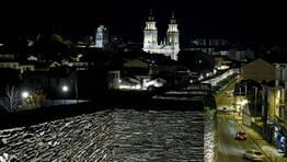 Cuando cae la noche, las torres de la catedral adquieren a�n m�s protagonismo sobre los tejados de Lugo. FOT�GRAFO: ALBERTO L�PEZ