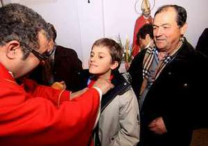 Blas Rodr�guez y su abuelo recibieron la unci�n en la garganta.