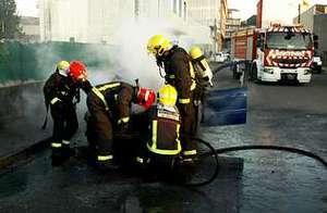 Los bomberos de Santa Comba finalizaron la extinción que iniciaron los agentes.