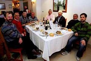 Los aficionados degustaron una suculenta cena entre amigos.