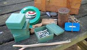 Colecci�n de pezas, propiedade dun pescador de Chantada, que se empregaban na elaboraci�n de artefactos explosivos para a pesca ilegal nos r�os
