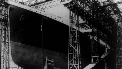 Proa del Titanic en los astilleros donde fue construido, en Belfast -Irlanda del Norte-. GEORGE GRANTHAM BAIN COLLECTION | REUTERS