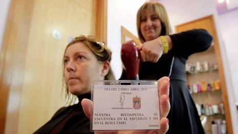 La peluquería Suárez de Sada se sumó a la celebración del Día del Libro GUSTAVO RIVAS