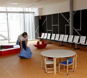 Área para niños, junto a las consultas de pediatría.