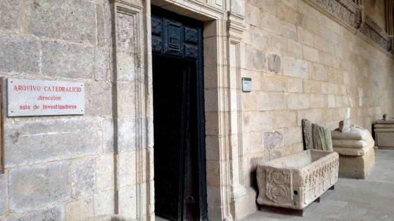 Entrada al archivo de la catedral de Santiago esta ma�ana XOAN A. SOLER