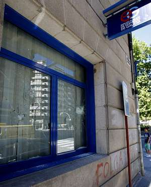 Tres detenidos por apedrear una oficina de empleo en ourense for Oficina de empleo mas cercana