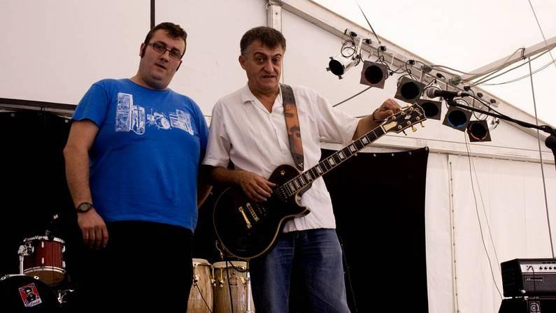 El Gran Wyoming junto a uno de los organizadores del Fenerock, Maikel Rodeiro, en los ensayos previos al festival Samuel Cebreiro