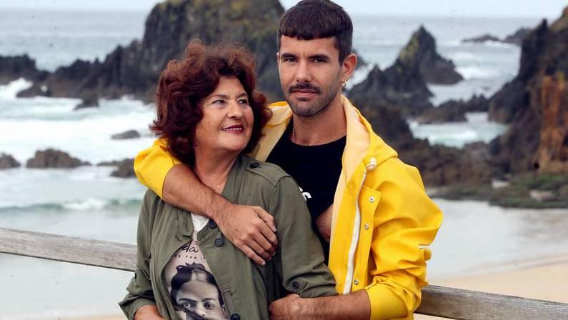Pedriño y Mary en la playa de A Frouxeira en Valdoviño. CÉSAR TOIMIL