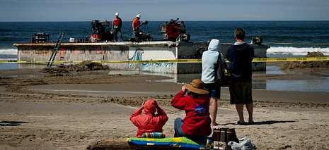 En la playa de Newport (Oreg�n) apareci� un muelle flotante que se hab�a desprendido en las costas japonesas durante el tsunami del 2011 KEN HAWKINS /?ZUMA PRESS