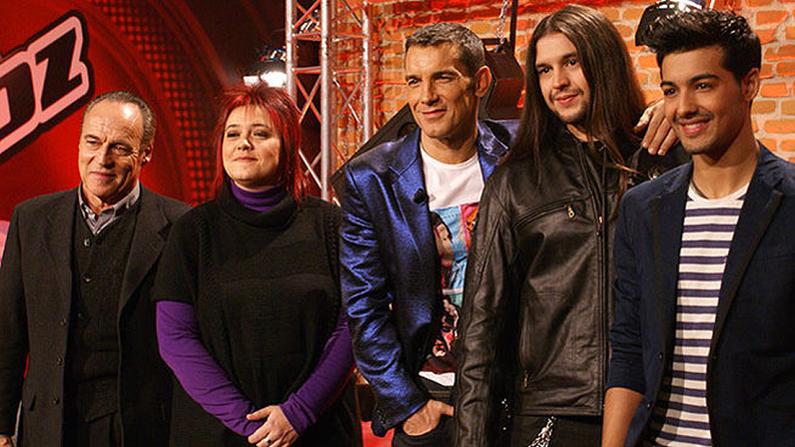 Los cuatro finalistas de «La Voz», Pau, Maika, Rafa y Jorge, con el presentador, Jesús Vázquez en el centro.