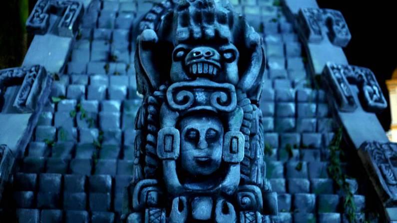Réplica de una estela maya en la plaza central del municipio de Ruinas de Copán Gustavo Amador | EFE
