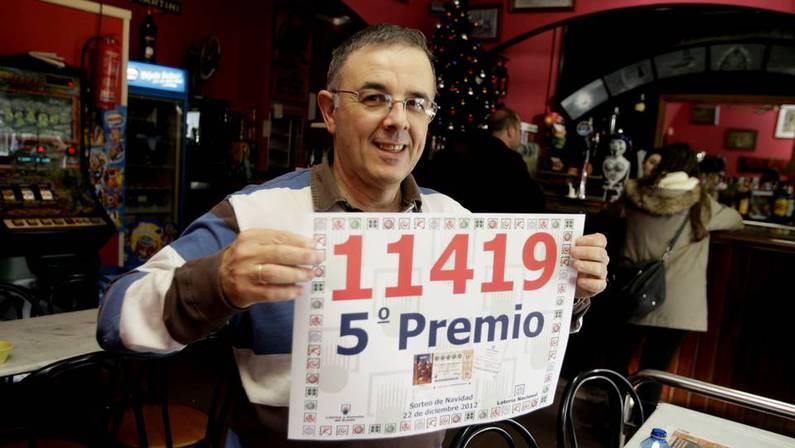 El propietario del bar El Marino, de Cedeira, reparti� otro quinto premio. Cesar Toimil