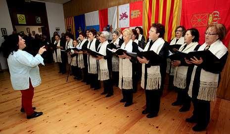 La interpretaci�n del coro emocion� a muchos de los asistentes.