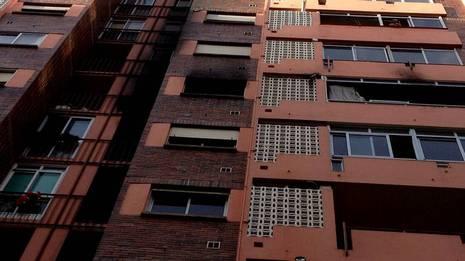 Estado en que qued� la vivienda calcinada en el 4�G del n�mero 73 de Mart�nez Garrido y los pisos cercanos PITA