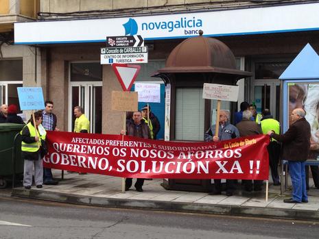 Concentración en la sucursal de A Milagrosa Cristina Abelleira