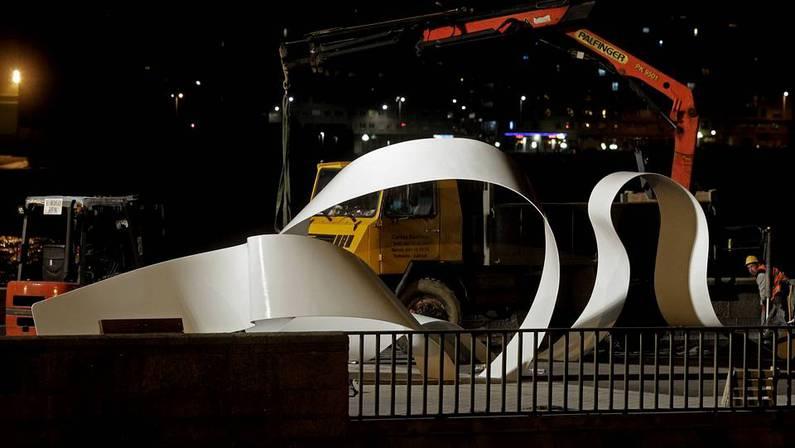 El monumento dedicado a los h�roes del Orz�n que se inaugurar� el pr�ximo domingo ya ilumina la Coraza. GUSTAVO RIVAS
