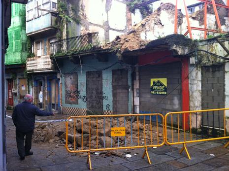 La calle permanece cerrada al tr�fico Manuel Arroyo
