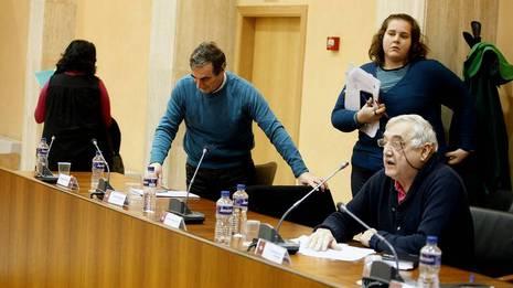 El BNG abandona el pleno tras las palabras de Dorgambide (a la derecha) MONICA IRAGO