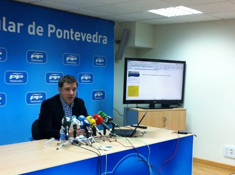 Jacobo Moreira visit� delante de los medios la web municipal Serxio Barral