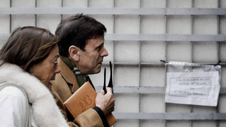 Eufemiano Fuentes llega al juzgado junto a su hermana Yolanda. Emilio Naranjo | Efe