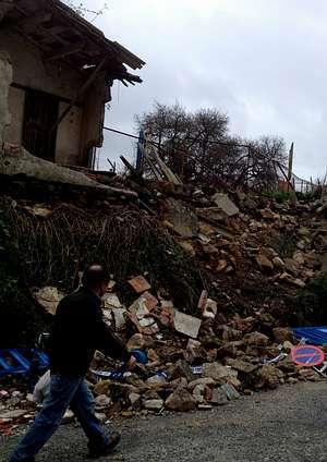 Imagen que presentaban, ayer, los restos del muro que fue derribado