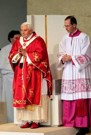 Algunos analistas preveían que con él la Iglesia endurecería sus posturas en lo referente a la prohibición del aborto, la homosexualidad, la eutanasia PACO RODRÍGUEZ
