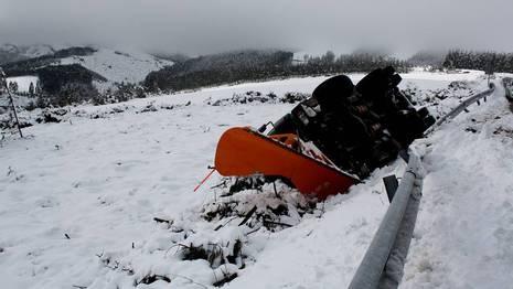 Salida de v�a de una quitanieves en la bajada de la sierra de Meira Cedida por Daniel Fernandez
