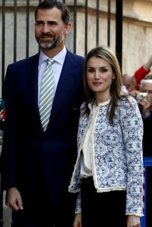 Letizia Ortiza y el pr�ncipe Felipe, en una de sus �ltimas apariciones p�blicas, en la misa de Pascua. ENRIQUE CALVO