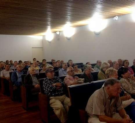 Alrededor de setenta personas se dieron cita anoche en el Cenima.