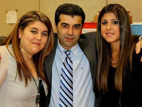 Manuel Figueroa -en la imagen de la izquierda- fue uno de los anfitriones de la fiesta, en la que participó el humorista Isi, a la derecha.