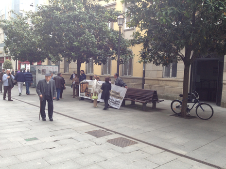 Protesta ante la sede de Hacienda en la Rúa da Raíña Lucía Rey