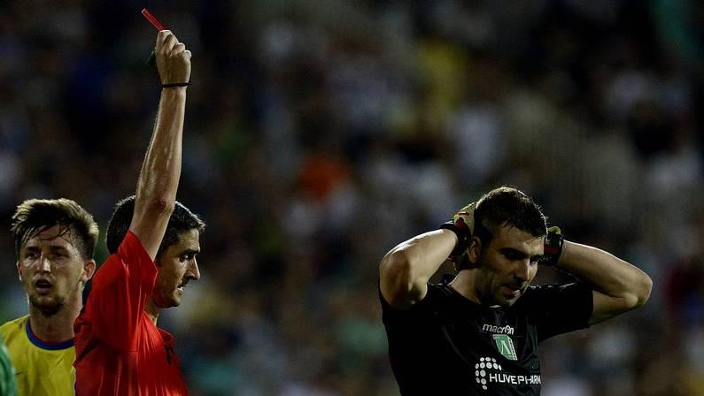 VIDEO: Un defensa clasifica al Ludogorets... ¡parando dos penaltis!