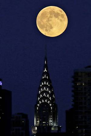 La extra-superluna de agosto en Nueva York PETER FOLEY | EFE