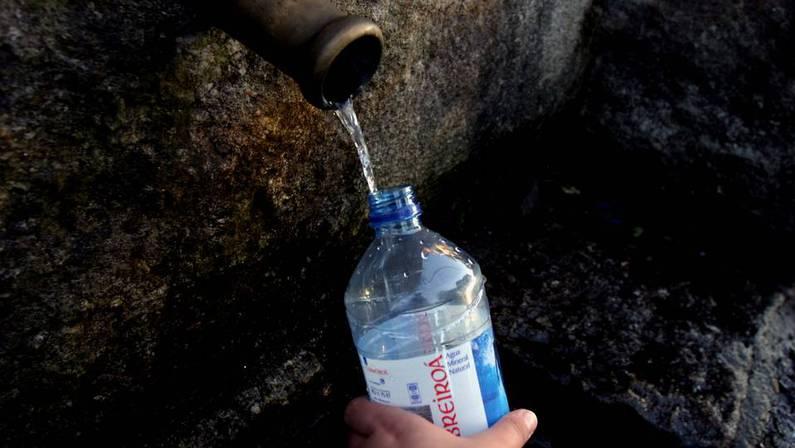 Es mejor consumir el agua que viene embotellada o la del grifo - Agua del grifo o embotellada ...